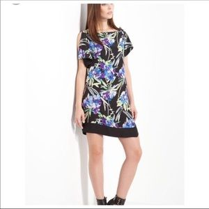 Elizabeth and James Dresses - Elizabeth & James Split Sleeve Floral Shift Dress